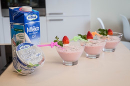Proteinové smoothie s Cottage cheese a jahodami